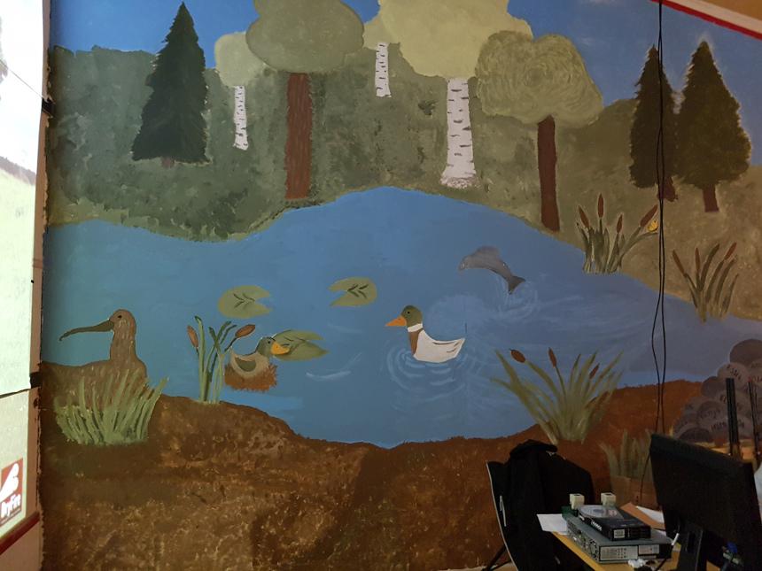 Kuvassa maalaus eläimistä järvellä