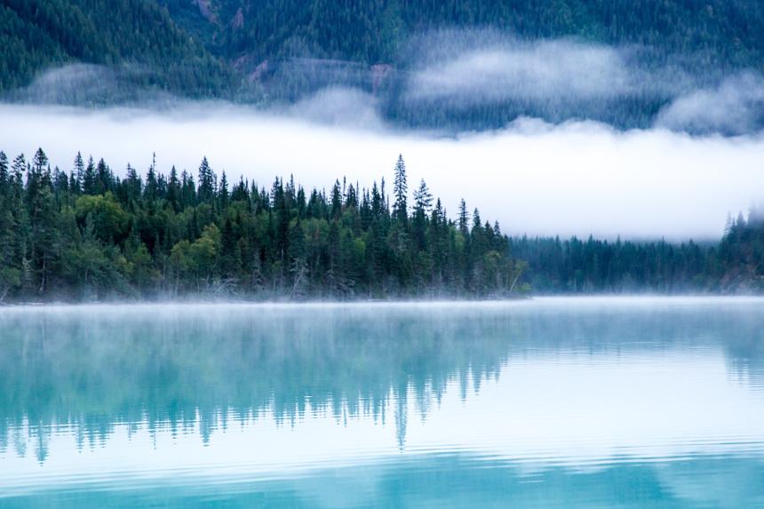 Kuvassa utuinen järvimaisema. Kuva: Hanne Henriksen / Unsplash