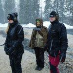 Kuvassa ampujia odottamassa vuoroaan lumisateessa